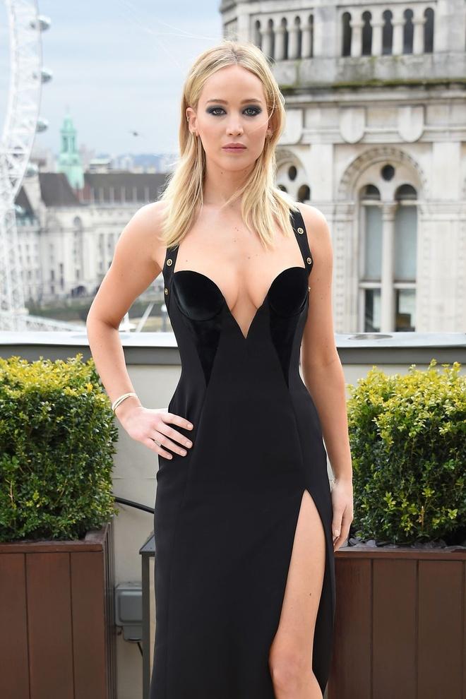 Jennifer Lawrence phan phao loi che mac qua sexy trong troi lanh hinh anh 1