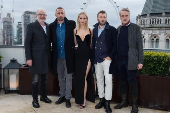 Jennifer Lawrence phan phao loi che mac qua sexy trong troi lanh hinh anh 2