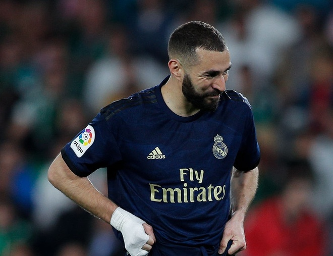 Benzema mac sai lam, Real tra gia dat truoc Betis hinh anh 1 gettyimages_1211216560_1024x1024.jpg