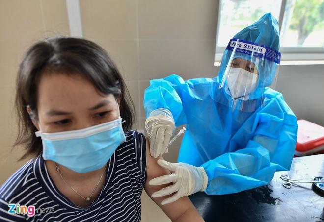 Binh Duong cap 'the xanh',  nguoi tiem du 2 mui vaccine,  trang thai binh thuong moi anh 1