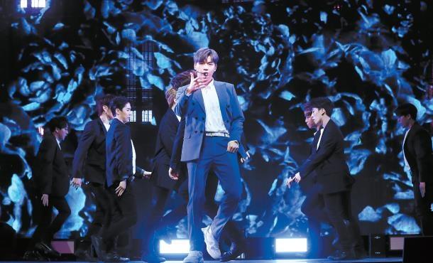 Kang Daniel phá vỡ mọi kỷ lục phát hành album solo ngày đầu tiên