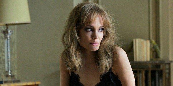 Angelina Jolie học võ cùng con để đóng phim Marvel