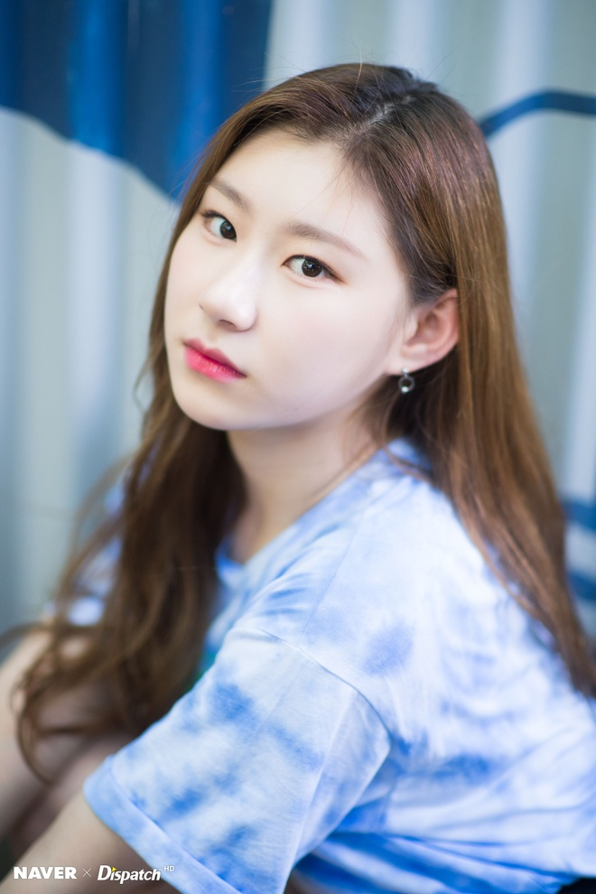 Nhan sac than tuong 10X dang noi tai Han Quoc hinh anh 10 ITZY_Chaeryeong_IT_z_ICY_promotion_photoshoot_by_Naver_x_Dispatch_itzy_42966277_2000_3000.jpg