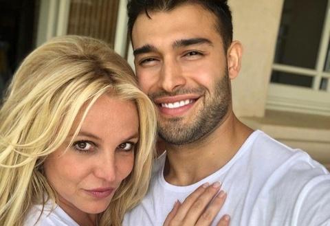 Britney Spears dap tra khi bi cong kich tren mang hinh anh 3 59704154_1344642135674000_6900012455324811217_n_1.jpg