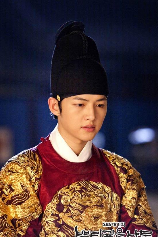 Nhung ong vua, thai tu khien phai dep me man cua truyen hinh Han Quoc hinh anh 12 song_oong_ki_4.jpg