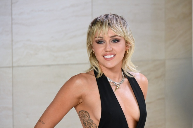 Miley Cyrus cai ruou anh 1