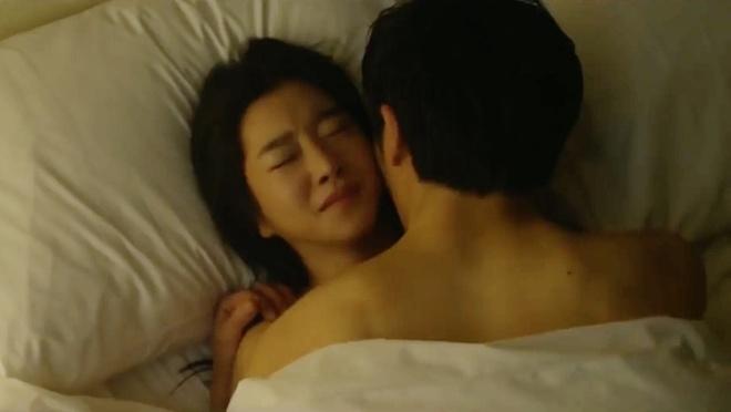 Từ cảnh giường chiếu đến hôn sâu đều diễn nhiệt tình, Seo Ye Ji lại bắt Kim Jung Hyun xa lánh bạn diễn nữ - Ảnh 6.
