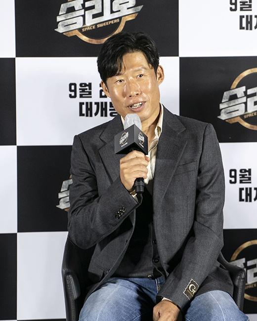 Song Joong Ki du hop bao anh 9