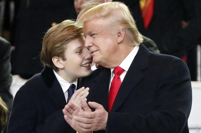 Vì sao Barron vắng mặt khi ông Trump rời Nhà Trắng? - Đời sống