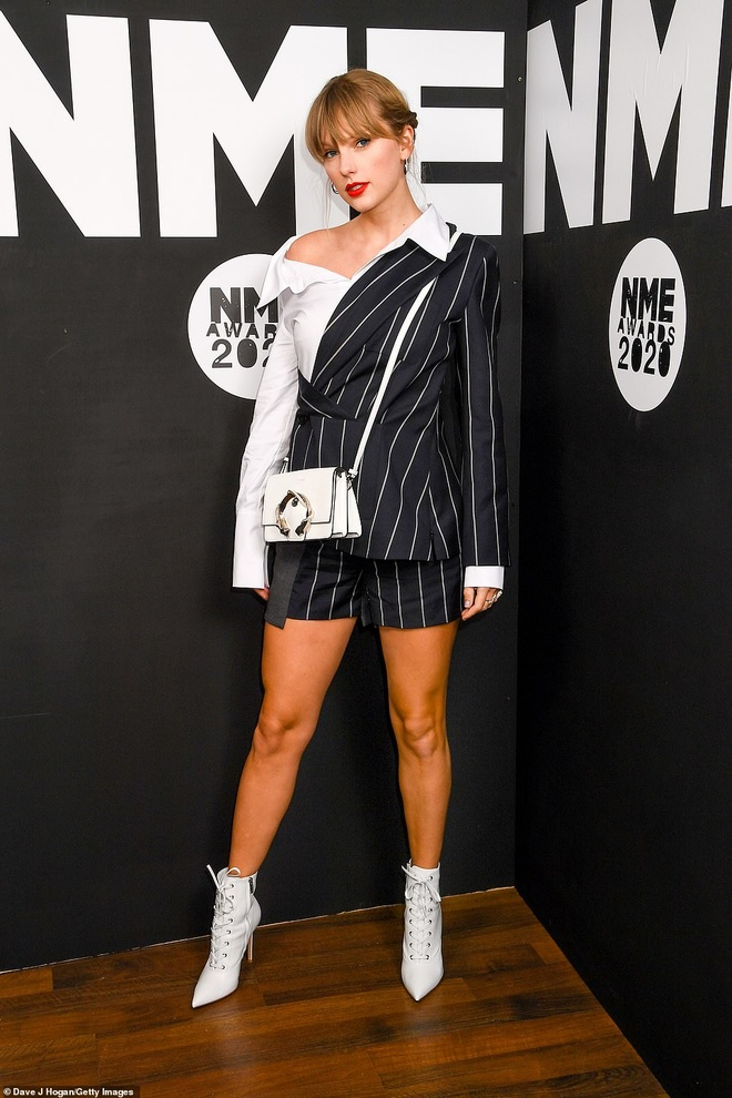 Taylor Swift nhan giai thuong tai NME Awards 2020 hinh anh 2 24671548_7997843_Surprise_Taylor_Swift_30_made_a_surprise_appearance_at_the_NME_A_a_60_1581551866510.jpg