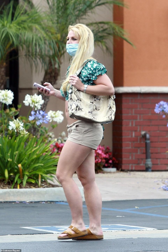 Britney Spears xuat hien ben canh ban trai kem 13 tuoi anh 6