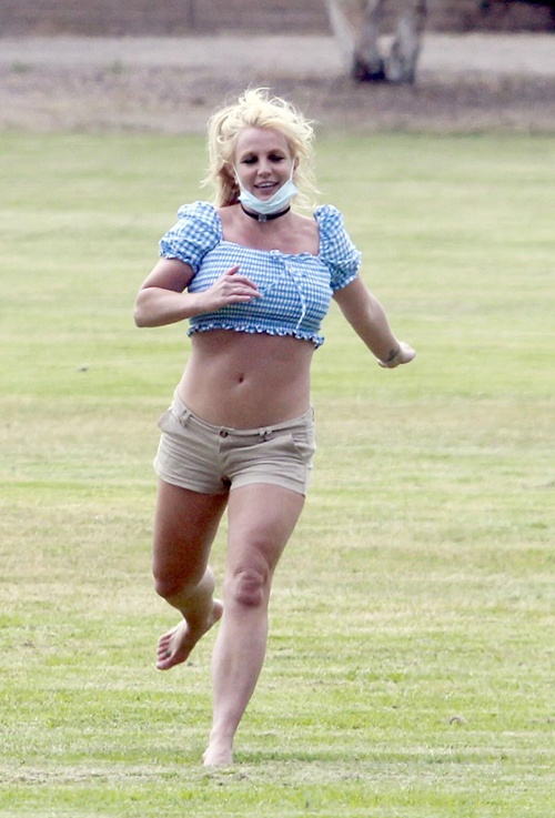 Britney Spears xuat hien ben canh ban trai kem 13 tuoi anh 4