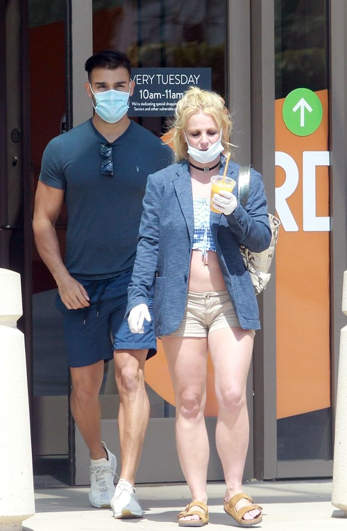 Britney Spears xuat hien ben canh ban trai kem 13 tuoi anh 1