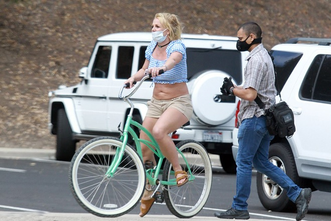 Britney Spears xuat hien ben canh ban trai kem 13 tuoi anh 3