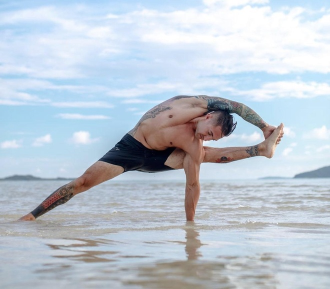 9 giao vien yoga noi tieng tren mang hinh anh 4