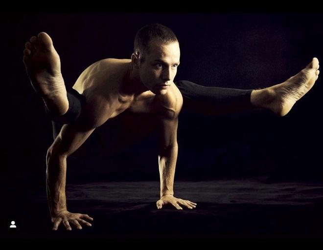 9 giao vien yoga noi tieng tren mang hinh anh 6