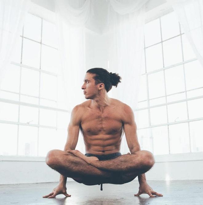 9 giao vien yoga noi tieng tren mang hinh anh 7