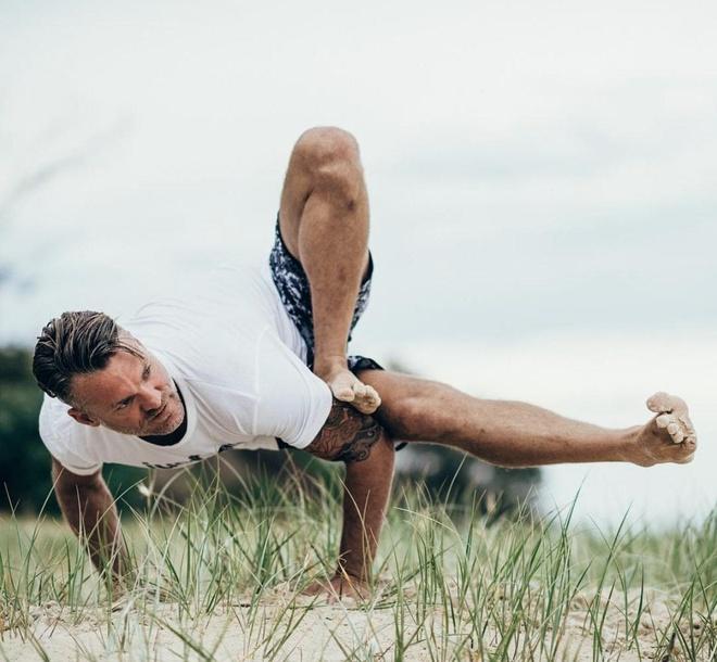 9 giao vien yoga noi tieng tren mang hinh anh 8