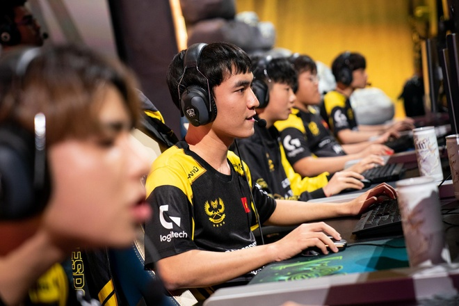 Highlight GAM vs FPX - duong kim vo dich LPL the hien suc manh hinh anh