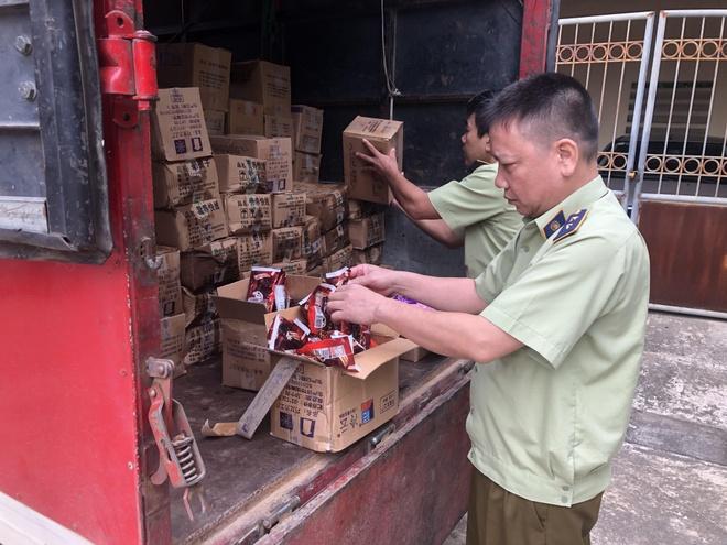 Bắt giữ 8.000 que kem Trung Quốc nhập lậu tại Lào Cai