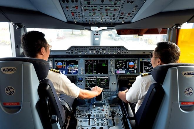 Vietravel Airlines khang dinh se khong loi keo phi cong cua hang khac anh 1