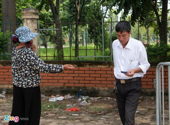 Co ve nai ni thuong binh ban lai ve tran Viet Nam - Malaysia hinh anh 2