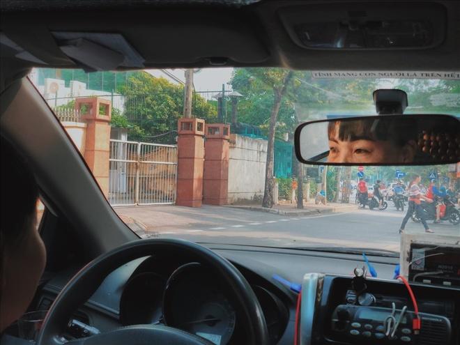 'Bong hong' ngoi sau tay lai taxi hinh anh 2