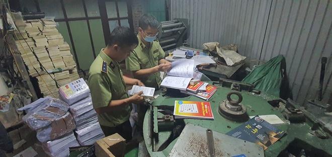 Hang tan sach giao khoa gia NXB Giao duc Viet Nam anh 1