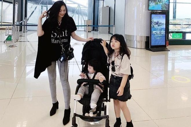 2 con gái của Ngọc Mon thần thái và diện đồ 'điệu' như fashionista - Đời sống