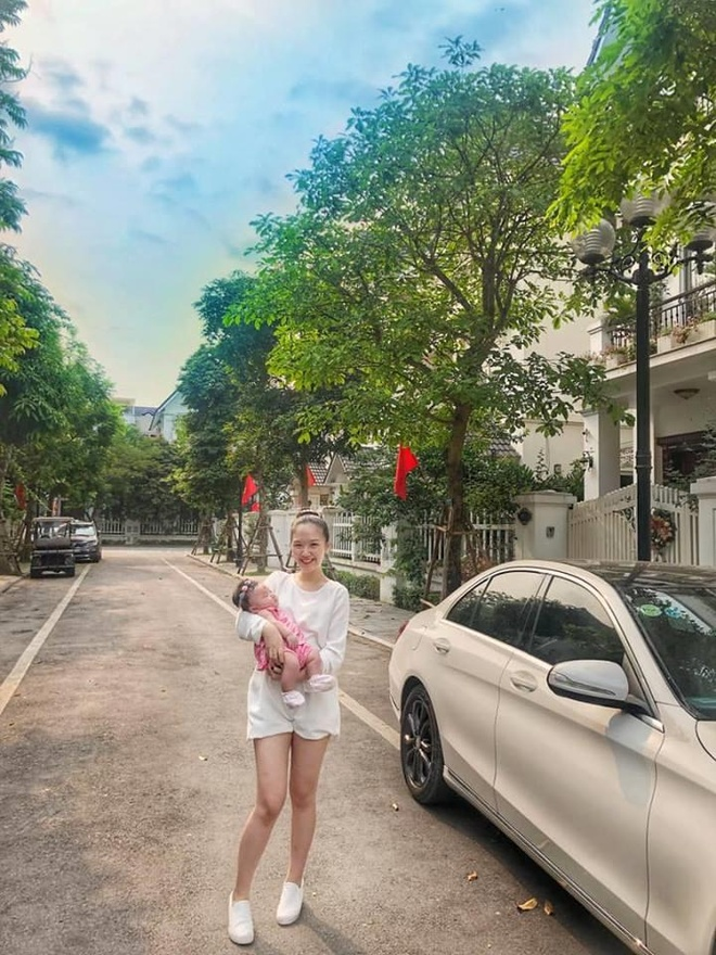 Hot girl 'Banh duc co xuong' Ha Anh tai xuat sau khi sinh con dau long hinh anh 17