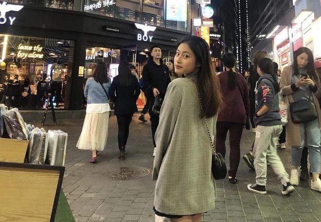 Hot girl lai Duong Minh Ngoc co em gai xinh dep khong kem chi hinh anh 4