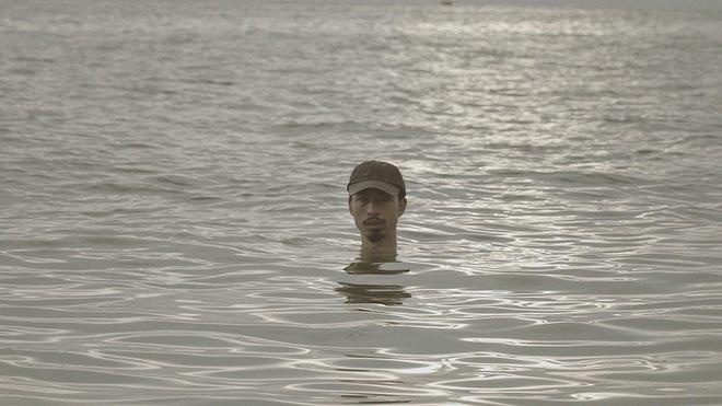 Den Vau duoc dan mang vi nhu 'quai vat ho Loch Ness' trong MV moi hinh anh 1
