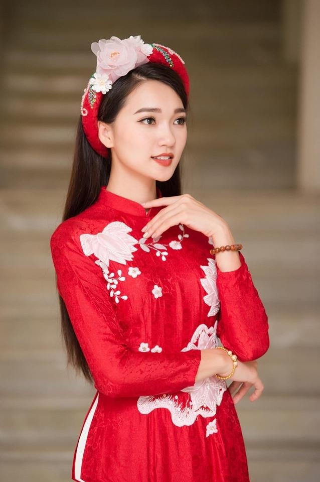 Hot girl xu Nghe: Ban gai cau thu, MC, ca si du ca hinh anh 2