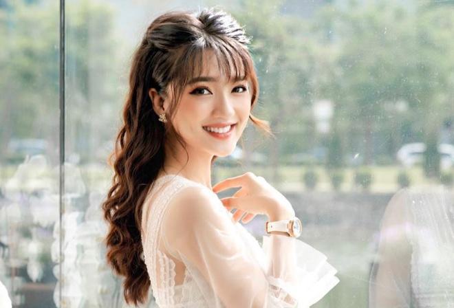 Hot girl xu Nghe: Ban gai cau thu, MC, ca si du ca hinh anh 1