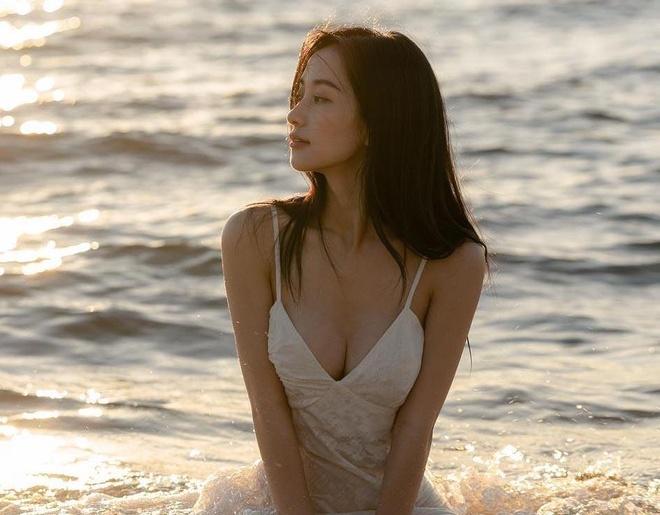 Jun Vu va loat hot girl 'bien hoa' sexy sau khi dinh tin don dao keo hinh anh 4