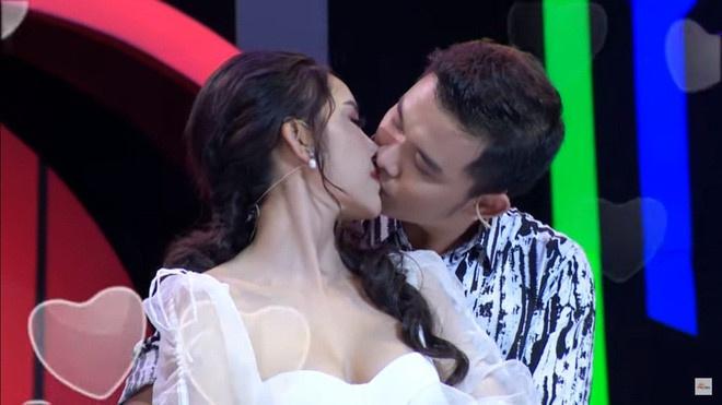 Show 'Ngoi sao tinh yeu' phan cam, nguoi choi tu gay chu y vi lo bich hinh anh 1