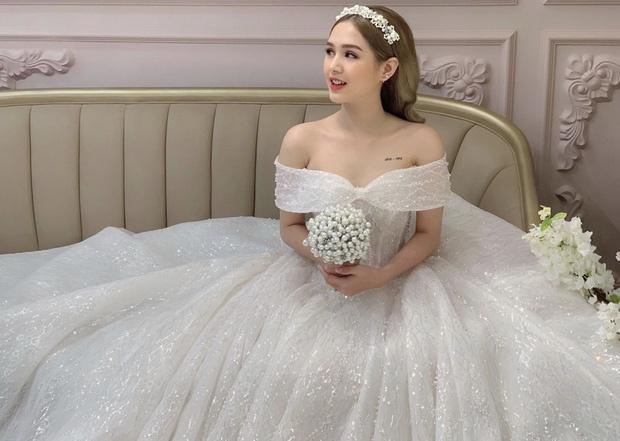 Bạn gái 17 tuổi của 'streamer rich kid' Xemesis khoe mặc váy cô dâu - ảnh 1