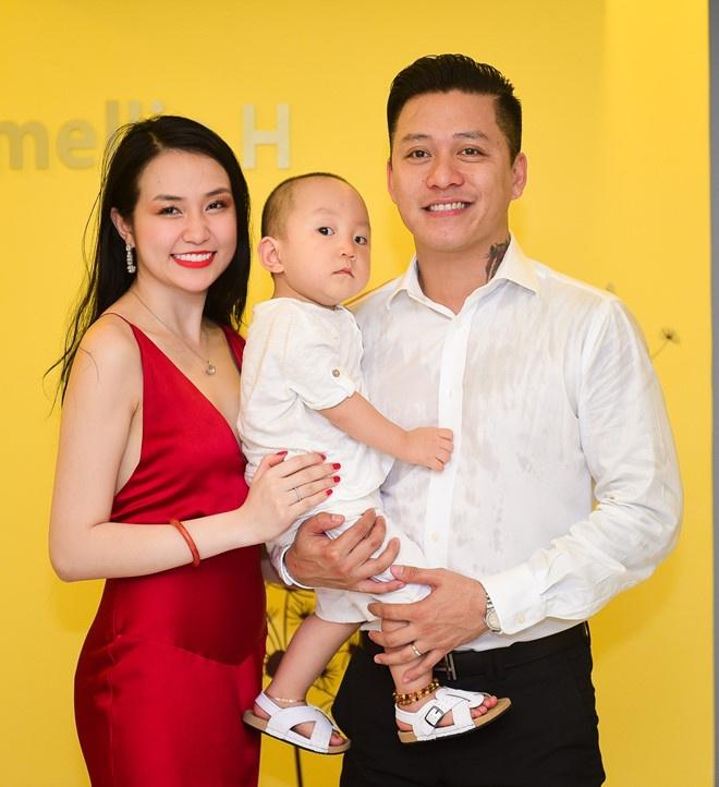 Huyen Baby dang anh ky niem 10 nam tinh ban voi vo ca si Tuan Hung hinh anh 4