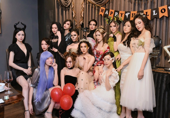 Hoi ban than hot girl Quynh Kool mo tiec don Halloween hinh anh 1