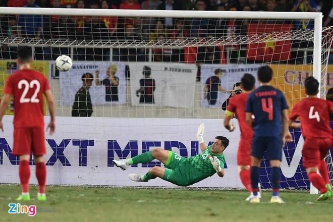 Ban gai Lam Tay hanh phuc khi ban trai can pha thanh cong penalty hinh anh 4