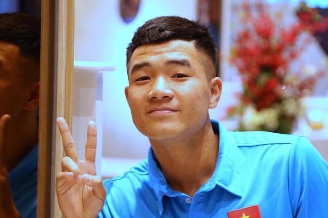 Ha Duc Chinh lay loi, cay hai cua U22 Viet Nam hinh anh 6