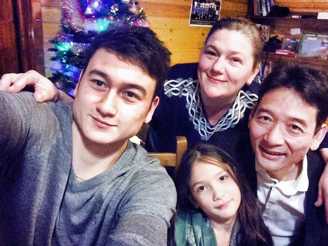 Yen Xuan sang Nga, khoe anh check-in cung em gai Lam Tay hinh anh 4