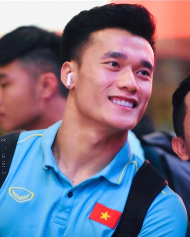 Quang Hai va dan cau thu it nhac chuyen tinh cam tren mang xa hoi hinh anh 5