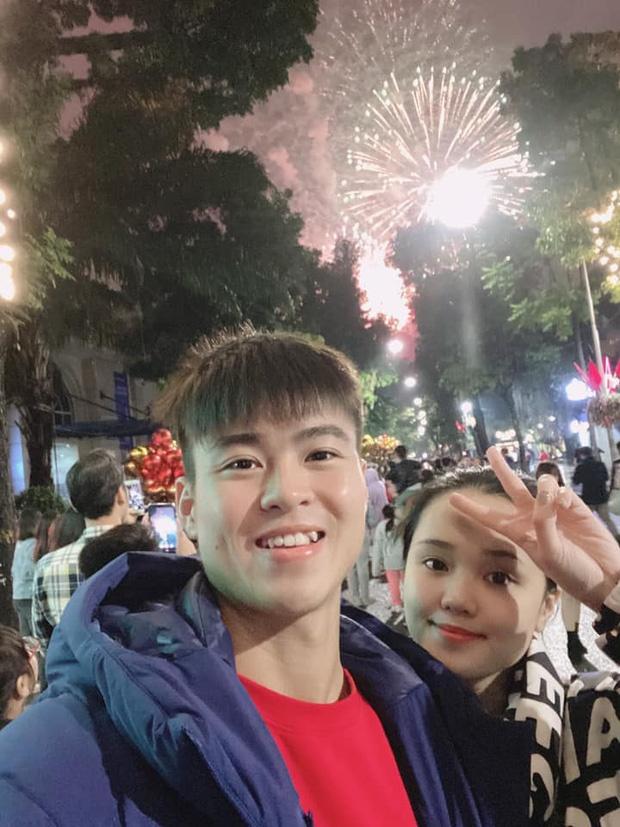 Phillip Nguyen - Linh Rin, Ha Duc Chinh khoe anh tinh cam ngay dau nam hinh anh 3 35_1579933585658701178560.jpg