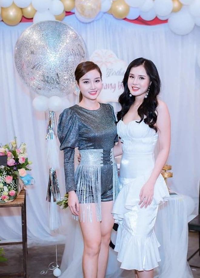 Thu mon Van Bieu dang anh voi ban gai tung thi Miss World Vietnam hinh anh 7 26_15819260424381829392747.jpg