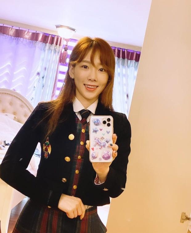 Tae Yeon 31 tuoi duoc khen tre nhu hoc sinh cap 3 hinh anh 1 etxbqpou4aaek7q_15849528642922090894596_1_.jpg