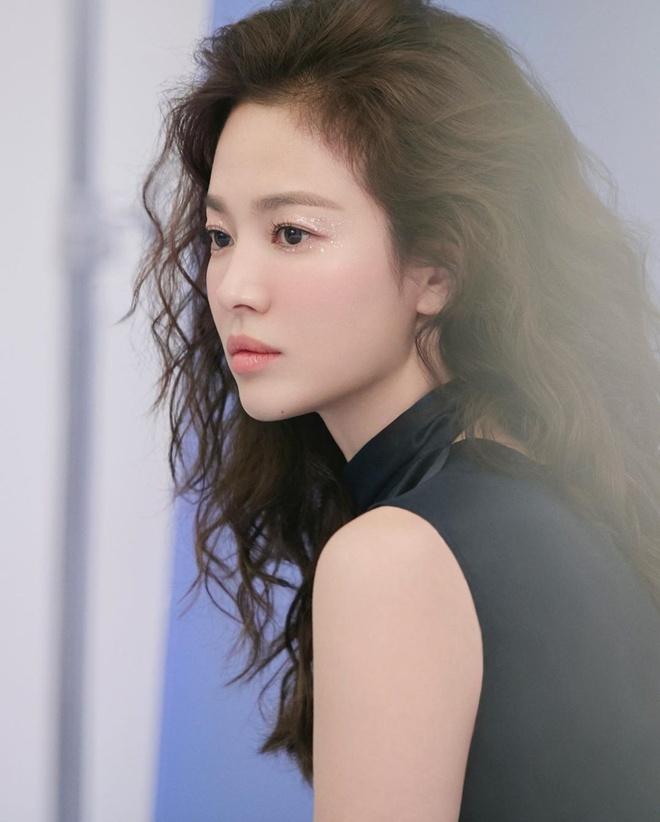 Anh doi thuong cua Song Hye Kyo sau khi tro ve tu tam dich hinh anh 3 kyo1122_83695651_182296573023403_1411439969306615210_n.jpg