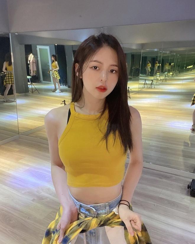 Liz Kim Cuong nghien khoe vong eo con kien hinh anh 6 lizkimcuong93_90206558_871932656579983_7575185433506342730_n_1.jpg