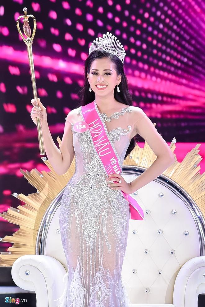 Ngắm lại loạt ảnh ngày ấy, bây giờ của dàn Hoa hậu Việt Nam
