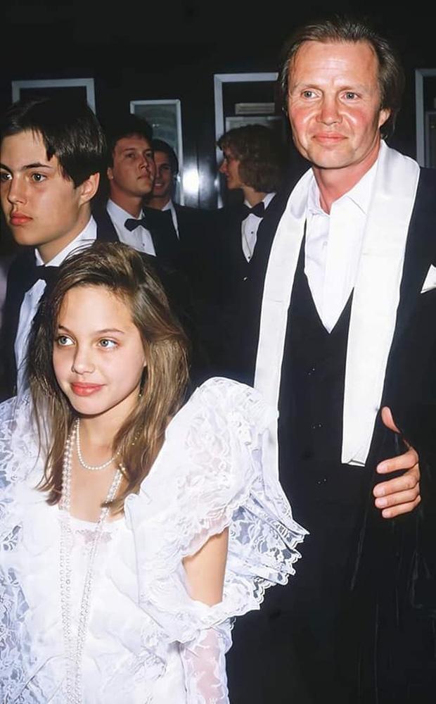 Angelina Jolie hoi be anh 2